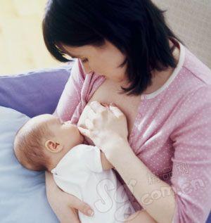 母乳喂养渐成共识  催乳师短缺引关注