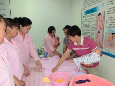 呵護寶貝兒人生第一站,首選家里幫育嬰師服務